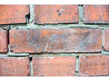"""Duże zdjęcie """"Stara Prochownia"""" - budynek A - inskrypcja #058"""