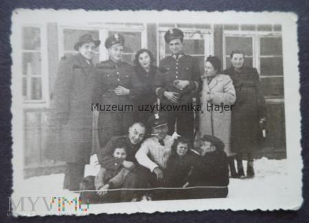 Zdjęcie żołnierzy LWP z rodzinami