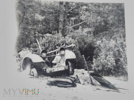 zniszczony samochód Wehrmachtu