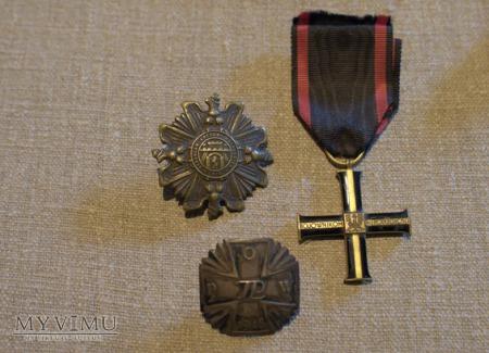 Krzyż Niepodległości mojego Taty oraz inne odznaki