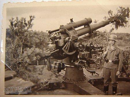 Duże zdjęcie Żołnierz Luftwaffe i Flak 88