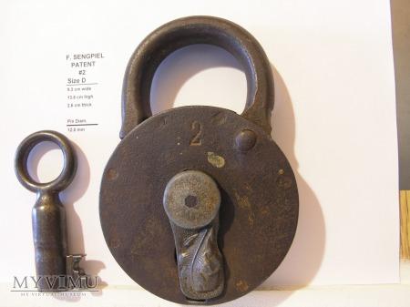 """F. Sengpiel Patent Padlock, #2- Size D"""""""