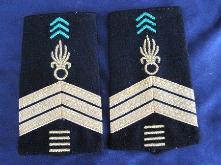 Sergent-chef 4 servis(starszy sierżant 4 servis)