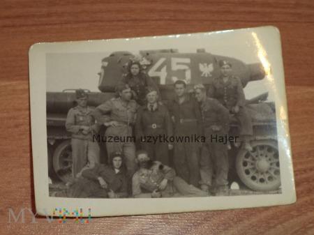 Zdjęcie żołnierze LWP czołg T-34