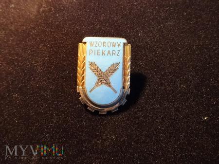 Wzorowy Piekarz - odznaka z 1958r.
