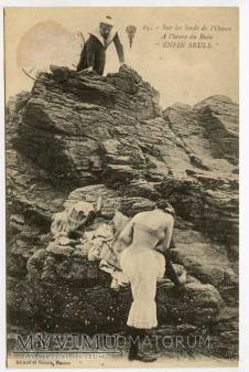 On i Ona - Widoki nad brzegiem oceanu