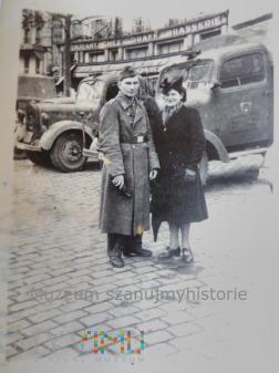 w Paryżu z żoną