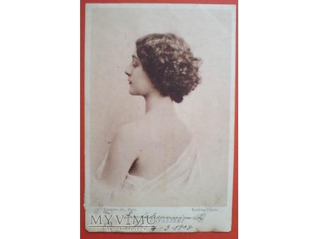 Lina CAVALIERI w Paryskim studio Reutlinger 1905