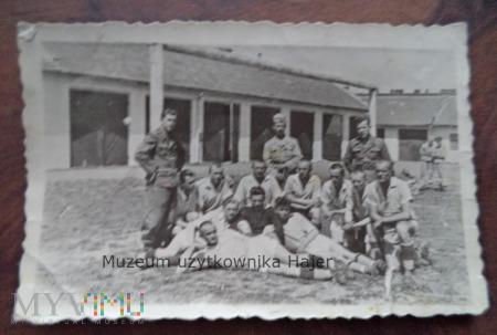 Zdjęcie wojskowe żołnierzy WP koszary
