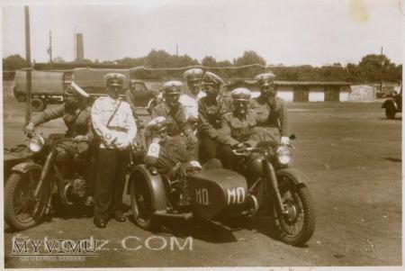 Milicjanci na motocyklach M-72. Łódź