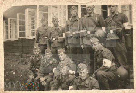Grupa sanitariuszy Luftwaffe.