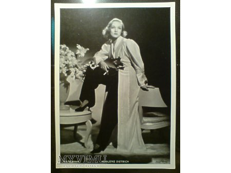 Marlene Dietrich z papierosem zdjęcie Ross Verlag