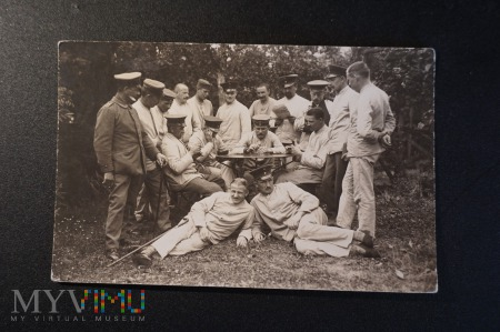 Zdjęcie żołnierzy - przerwa w zajęciach