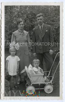 Stare zdjęcie rodzinne 2+2