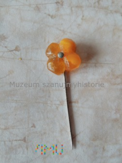 WHW Kleeblatt mit Metallknopf