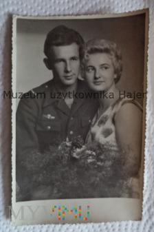 Duże zdjęcie Zdjęcie żołnierza Starszy szergowy z dziewczyną