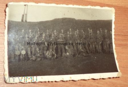 Zdjęcie żołnierzy LWP z bronią