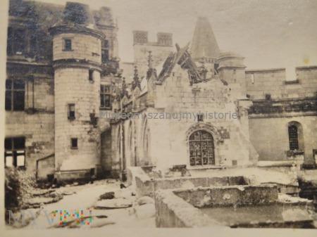 zniszczony kościół we Francji