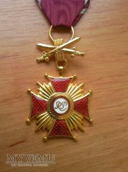 Złoty Krzyż zasługi z mieczami nadany po 1990roku