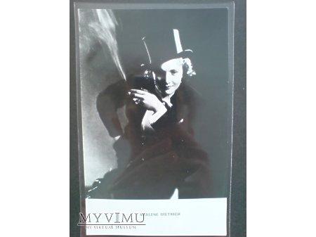 Marlene Dietrich z papierosem MAROKO F 241