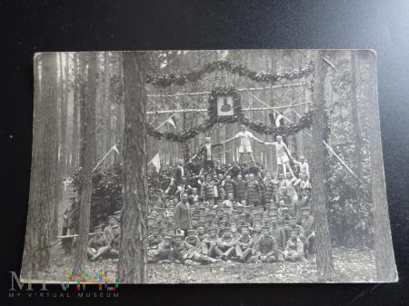 Rok 1915 gdzieś w lasach
