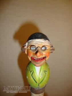 meżczyzna w okularach - korek Anri