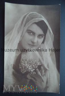 Kobieta z woalką Stara fotografia Łowicz 1922
