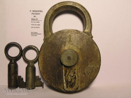 """F. Sengpiel Patent Padlock, #1- Size """"D"""""""