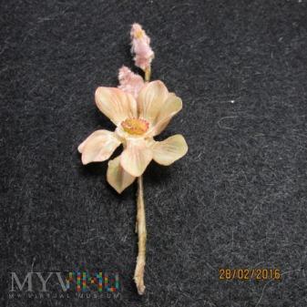 Sztuczne kwiaty-przypinka KWHW