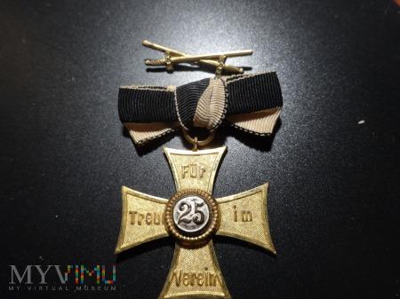 Złoty Krzyż Pruski ,,Dla lojalności w zespole'' 25