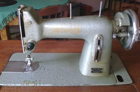 ŁUCZNIK kl. 82 -prostościegowa maszyna do szycia