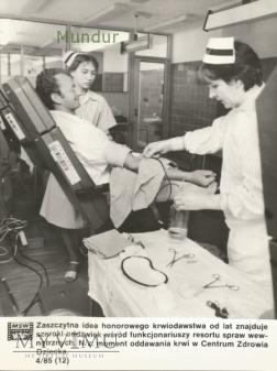 Zdjęcie propagandowe MO: honorowi krwiodawcy CZD
