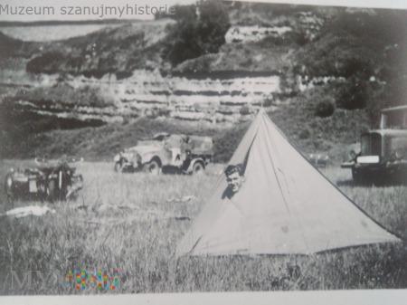 niemiecki żołnierz w namiocie