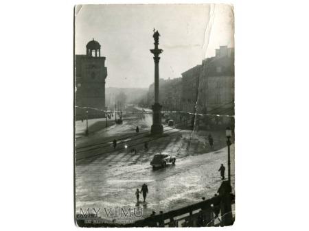 Duże zdjęcie 1958 Warszawa w deszczu PLAC ZAMKOWY