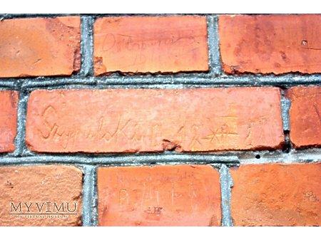 """Duże zdjęcie """"Stara Prochownia"""" - budynek A - inskrypcja #009"""