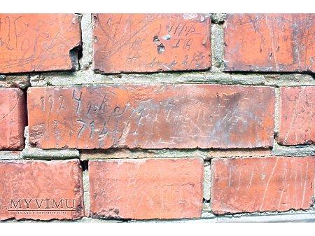 """Duże zdjęcie """"Stara Prochownia"""" - budynek A - inskrypcja #047"""