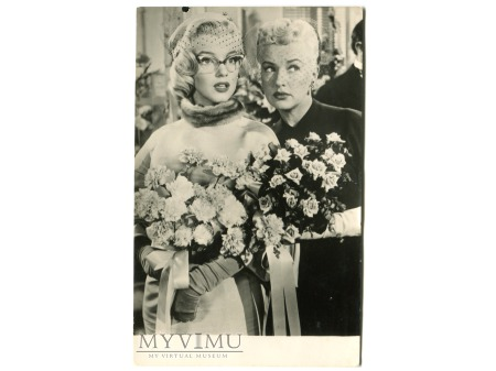 Marilyn Monroe Betty Grable vintage postcard