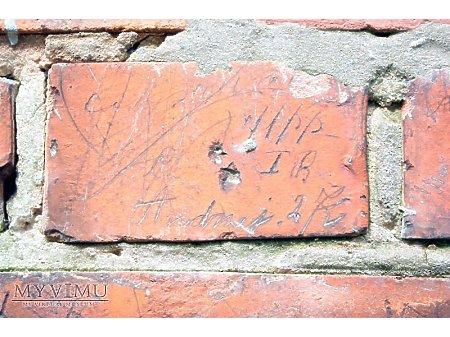 """Duże zdjęcie """"Stara Prochownia"""" - budynek A - inskrypcja #048"""