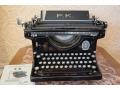 Zobacz kolekcję Stara maszyna do pisania
