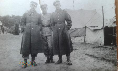 w obozie wojskowym