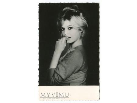 Brigitte Bardot Francja lata Sam Levin postcard