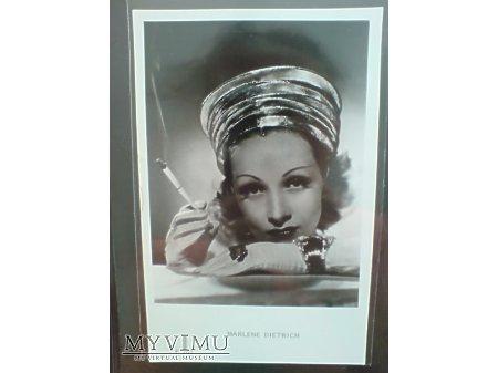 Marlene Dietrich lata 40-te + papieros F 207