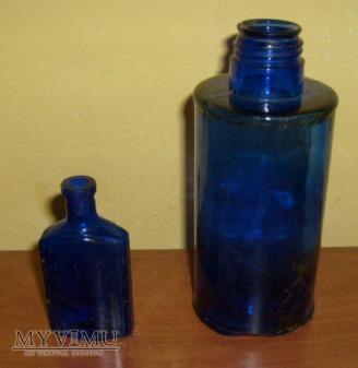 Stare butelki -szkło kobaltowe