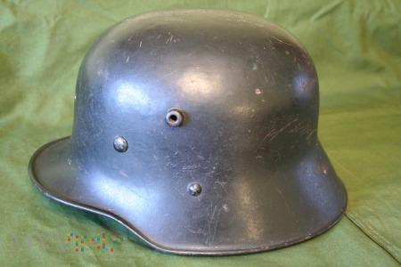 Niemiecki hełm M16???