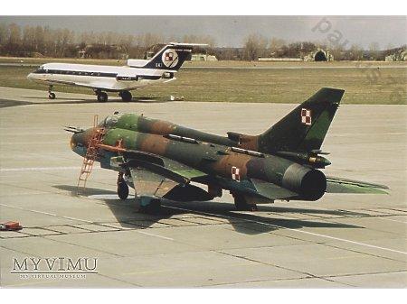 Su-22M4, Jak-40