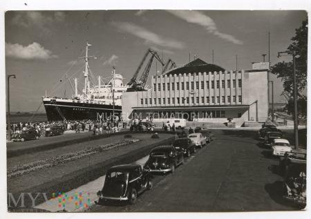 """Gdynia - M.S. """"Batory"""" przy Dworcu Morskim - 1965"""
