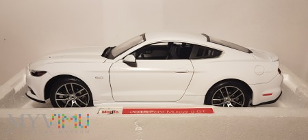 12. Ford Mustang 1:18 box