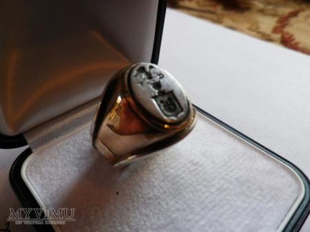 Herb Jastrzębiec-Boleścic- sygnet herbowy złoto
