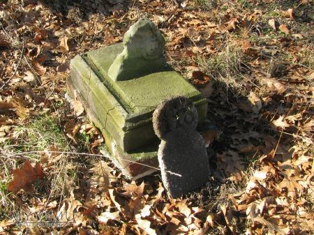 Tabliczka przy grobie z numerem 118