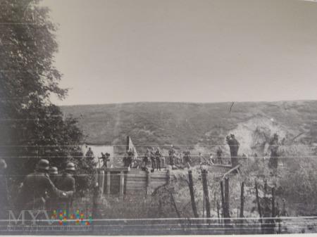budowa mostu przez żołnierzy